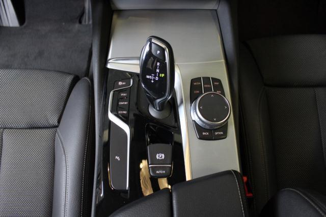 Bmw Serie 5 530d xDrive 249CV Touring Sport det.9