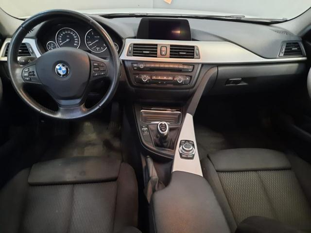 Bmw Serie 3 320d xDrive Touring Modern det.4